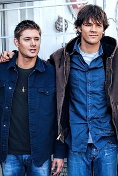 When I first watched Supernatural I thought that  Jensen was really short. Nope Jared's just a freakishly tall moose lol