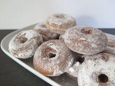 Aujourd'hui, c'est mardi gras. Alors pour changer des gaufres et des crêpes, aujourd'hui je vous propose une recette de donuts maison, ultra légers, car cuits sans huile. Pratique…