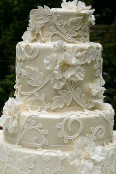 What a gorgeous wedding cake!