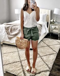 Simply preppy scalloped shorts look simple and cute summer shorts outfit. Casual Summer Outfits Shorts, Cute Outfits With Shorts, Summer Outfits Women 30s, Shorts Outfits Women, Short Outfits, Spring Outfits, Dressy Shorts Outfit, Scalloped Shorts Outfit, Everyday Casual Outfits