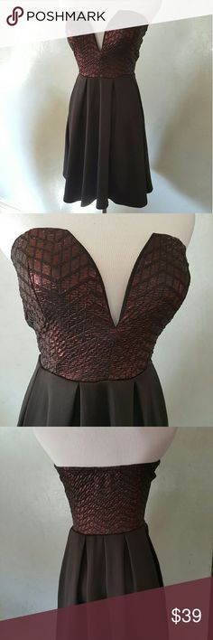 SALE! Black burgundy dress . Black and burgundy metallic tube top dress perfect for any occasion Chupchick Dresses Mini
