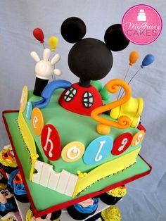 precioso :D pastel de fondant de la casa de mickey mouse