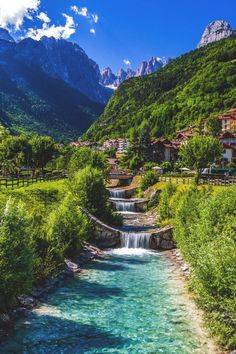 See Molveno, Italien - Reisen - Travel Vacation Places, Dream Vacations, Vacation Spots, Places To Travel, Travel Destinations, Travel Tourism, Air Travel, Beautiful Places To Visit, Wonderful Places