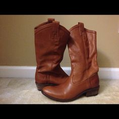 Frye Carson Boots size 8.5 Beautiful camel color pull on Frye boots. Like new, worn twice. Heel 1.5 inches Frye Shoes Heeled Boots