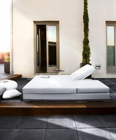 Slim double lounger by Studio expormim. Outdoor collection. Year: 2013.