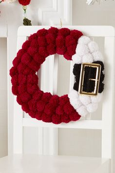 Best 12 PURCHASED pattern – POM-POMS – Tie each pom-pom to a box wreath frame to create this crocheted wreath pattern. ~ easy level ~ finished size in diameter ~ get the kids involved – they will love helping making this for Christmas since Santa is Christmas Projects, Holiday Crafts, Christmas Crafts, Christmas Decorations, Christmas Trees, Santa Crafts, Christmas Candles, Modern Christmas, Scandinavian Christmas