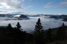 Η κοιλάδα του Καρπενησιώτη σκεπασμένη από πέπλο ομίχλης, με τον Προυσό να διακρίνεται στο βάθος της εικόνας! http://diakopes.in.gr/the-experts-way-blog/article/?aid=209916  #ταξίδι #ευρυτανία #travel #greece