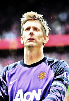 Edwin Van Der Sar Manchester United Old Trafford, Manchester United Images, Manchester United Football, Bobby Charlton, Legends Football, Premier League Champions, Soccer World, Man United, Goalkeeper