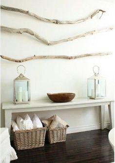 Driftwood adds one-of-a-kind, summery simplicity to any room. Click for more ways to use driftwood in your home. ---------------------------------------- Le bois de grève ajoute une simplicité unique et estivale à tout décor. Cliquez ici pour plus de conseils sur l'utilisation du bois de grève dans votre intérieur.