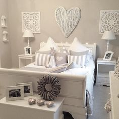 Outstanding Millennial small master bedroom ideas on a budget diy decor ~ Home Design Ideas Small Master Bedroom, Dream Bedroom, Home Bedroom, Girls Bedroom, Bedroom Decor, Bedroom Wall Colour Ideas, Taupe Bedroom, Bedroom Colours, Girl Room