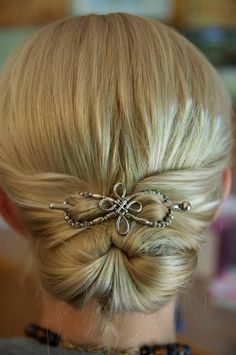 I love this Lilla Rose Celtic Cross Flexi in a gorgeous Gibson Tuck hairstyle!