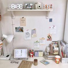 Không cần cre ạ ❗ Follow mình để có được nhiều ảnh :3 Study Room Decor, Cute Room Decor, Room Ideas Bedroom, Bedroom Decor, Study Rooms, Desk Inspiration, Table Design, Aesthetic Room Decor, Minimalist Room