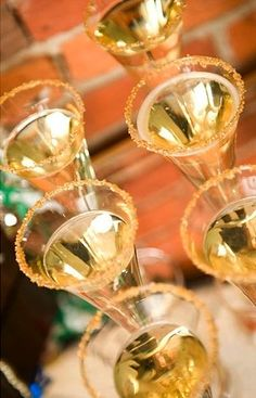 """""""champagne cocktails"""" (sparkling cider to include the kiddos & make them feel grown-y), edible glitter rims Midnight New Year's Eve Party Celebration at Home with Family and Friends New Years Wedding, New Years Eve Weddings, New Years Eve Party, Nye Party, Gold Party, Party Time, Gold Drinks, Golden Birthday, Edible Glitter"""