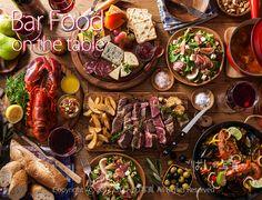 【ビストロ テーブルイメージ】写真素材 ワインバー。ビストロ。トラットリア。スペインバルなど、洋風居酒屋のテーブルイメージです。ステーキ・オマール海老・チーズ盛合せ・パエリア・ワインイチジクのサラダ・オードブル・バゲット・・・