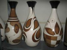 Wine Bottle Art, Painted Wine Bottles, Decoupage Glass, Pottery Painting Designs, African Crafts, Painted Flower Pots, Vase Shapes, Pottery Vase, Bottle Crafts