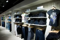 Vitra - Beam system for Podium Market in Moscow Retail Fixtures, Moscow, Beams, Shelving, Store, Home Decor, Clothing Displays, Product Display, Shelves