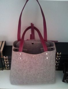 Grey felt tote.Felt tote.Leather tote.Grey felt bag.