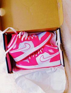 Jordan Shoes Girls, Girls Shoes, Jordan Outfits, Zapatillas Nike Jordan, Sneakers Fashion, Fashion Shoes, Cute Sneakers, Sneakers Nike, Nike Air Shoes