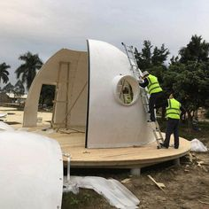 The Upgraded Intergalactic Dome Kit with a lifespan of over 50 years - dome house Dome Home Kits, Diy Cabin, Sustainable Architecture, House Architecture, Residential Architecture, Contemporary Architecture, Dome House, Shipping Container Homes, Dream Life