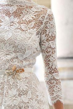 Winter wonderland wedding: dress #lace #ido #inspiration