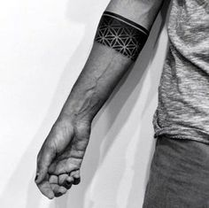 Masculine-Armband-Tattoo-Designs-for-Men-1.jpg (600×599)