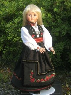 Doll in Telemarksbunad Norway Doll Clothes Patterns, Clothing Patterns, American Girl Doll Costumes, Frozen Dolls, Folk Costume, 18 Inch Doll, Girl Dolls, Norway, Scandinavian