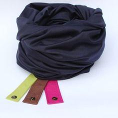 """Komin XXL z grubej dzianiny.    Możliwość noszenia na kilka sposobów:     - jako gruby szal czyli dwukrotnie zawijany wokół szyi   - jako szal i kaptur   - jako ponczo  Do kompletu w cenie komina opaska dyscyplinująca z ekoskóry pozwalająca na """"ujarzmienie"""" szala ( kolory;  brązowy, czerwony, różowy, bordo)    Skład: 90% bawełna, 10% lycra    Wymiary: szerokość 75 cm x 2, długość: 150 cm"""
