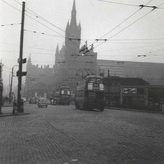 31 Black and White Photos Show King's Cross-an inner city area of London in the 1950s