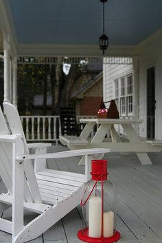Large porch with picnic table