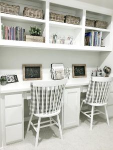 Farmhouse style kids desk. Farmhouse style kids built in desk. Farmhouse style kids built in desk painted in Sherwin Williams Pure White. #Farmhousestyle #builtindesk