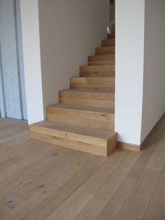 Parkettboden und Stufen in Eiche : Flur, Diele & Treppenhaus im Landhausstil von Hammer & Margrander Interior GmbH