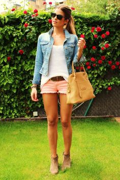 love the whole outfit but especially the shorts and shoes!