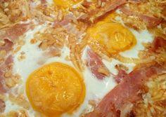 Lepcsánka tepsiben, tojással, baconnel, sajttal sütve | Zsuzsanna Pintérné Kertész receptje - Cookpad receptek Pepperoni, Bacon, Beverages, Brunch, Food And Drink, Pizza, Eggs, Cooking, Breakfast