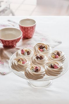 Ingredients: 120-130 g of egg whites (about three whites), Sugar 250 g, a few drops of lemon juice, Chocolate eggs (dairy free) and sugar for decoration.