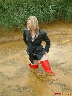 The Wet and Messy Shoe Forum :: View topic - Mercedes: Muddy Red Crotch Boots Sexy Legs And Heels, Sexy Boots, Thigh High Boots Heels, Heeled Boots, Girl In Rain, Mudding Girls, Crotch Boots, Fishing Boots, Vogue Uk