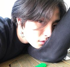 Black Hair Korean, Black Hair Boy, Korean Ulzzang, Ulzzang Boy, Cute Teenage Boys, Cute Boys, Korean Boys Hot, Human Bean, Boys Long Hairstyles