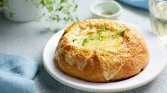 Onion, bread and cheese? Vegan Dishes, Food Dishes, Homemade French Onion Soup, Soup Recipes, Cooking Recipes, Bread Recipes, Tapas, Cream Puff Recipe, Caldo De Res