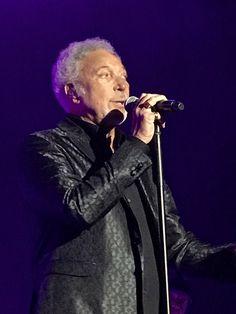 Tom Jones Singer, Sir Tom Jones, Pop Singers, Elvis Presley, Rock Bands, The Beatles, Toms, Concert, Inspiration