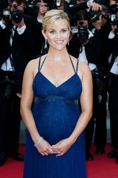 love a pregnant Reese Witherspoon in this blue dress.
