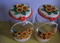 Potes decorados com biscuit