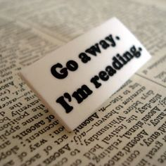 Broche para leitores - Go away I'm reading