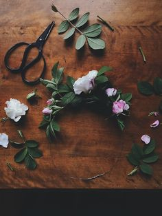 Flower wreath by Babes in Boyland Food Photography Styling, Food Styling, Fun Projects, Project Ideas, Decorating Blogs, Mother Earth, Creative Art, Greenery, Wreaths