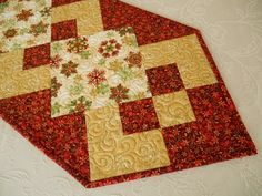 Christmas Table Runner in Red Green and Gold Snowflakes, Quilted Christmas Table Topper, Christmas Table Mat, Quiltsy Handmade by SusiQuilts on Etsy