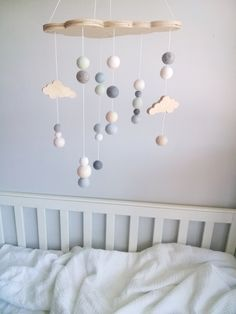 On craque pour cet adorable mobile suspendu dans les tons pastels. #nuages #nuage #cloud #deco #decoration #enfant #bebe #child #baby #couleur #color #colore #colorful #pastel #cute #mignon #adorable #chambre #room #chambrebebe #chambreenfant #kid #bedroom #mobile #suspendu #mobilesuspendu