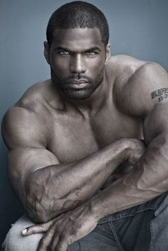 Browsing these steamin' hot photos of Jersey-bred model Louis Allen III will instantly warm you up, promise. The hunky jock loves to laugh, never skips a workout and adores an independent woman. Are you falling for him yet? We're already hooked!