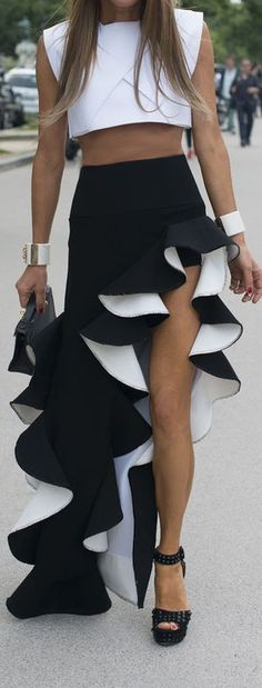 Balenciaga Skirt, interesting and beautiful. White Fashion, Look Fashion, Womens Fashion, Fashion Design, Inspiration Mode, Couture Week, Dress To Impress, Amazing Women, Ideias Fashion
