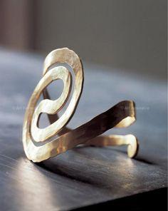 Bracelet | Alexander Calder. Brass wire. ca. 1940. || Photo Credit: Calder Foundation, New York // ART365194