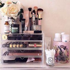 hh Beautiful makeup organization. Acrylic drawers make it so easy.