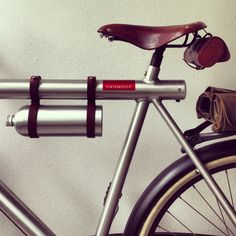 DIY water bottle for my Vanmoof. Dutch Bike, Leather Bicycle, Cycling Accessories, Fixed Bike, Commuter Bike, Man Set, Bicycle Design, Road Bikes, Vintage Bicycles