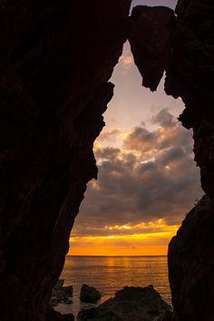 弁慶のはさみ岩 新潟県の島で日本海側最大の島、佐渡の見所を集めました。